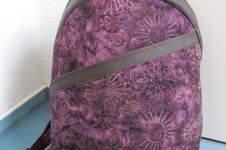 Makerist - Rucksack ROANO aus violettem Batikstoff - 1
