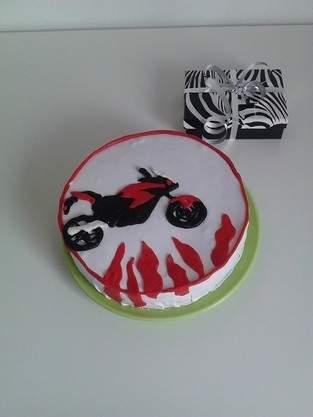 Makerist - Torte die dritte, Rollfondant Cover, Honda  - 1