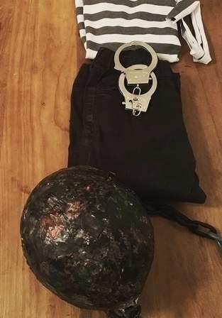 """Makerist - Pappmaché Ball für gefangenen Kostum """"Ball & Chain"""" - 1"""