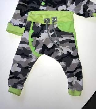 Camouflage trifft neon
