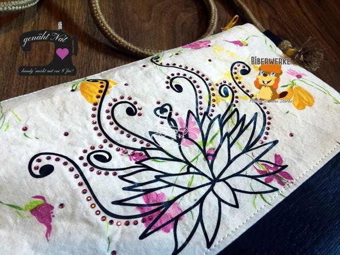 Makerist - Plottdatei Lotus mit Strass von Biberwerke - Textilgestaltung - 1