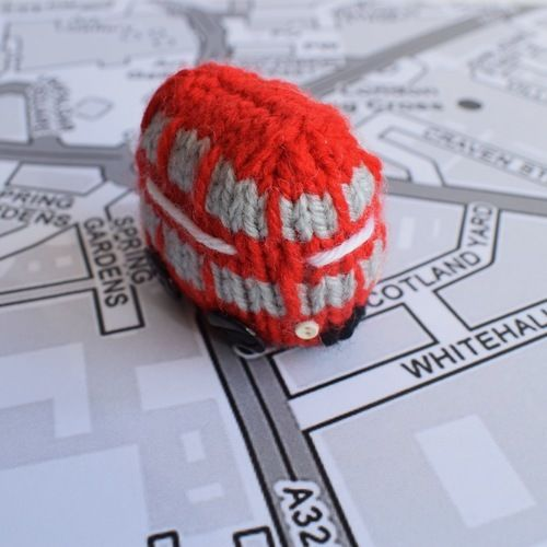 Makerist - London Double Decker Bus - Knitting Showcase - 1