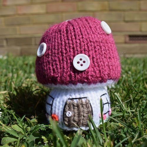 Makerist - Toadstool Cottage - Knitting Showcase - 1