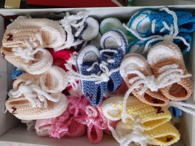 Makerist - converses petites chaussures (chaussons ) en laine au crochet pour bébé. - Créations de crochet - 1