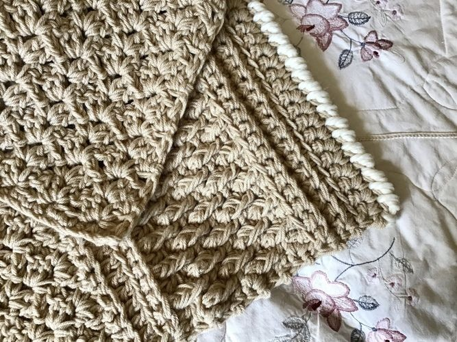 Makerist - The Country Inn Throw - Crochet Showcase - 1