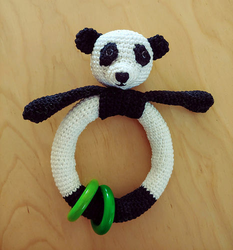 "Makerist - Babyrassel ""littele Panda"" - Häkelprojekte - 1"