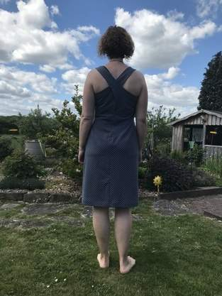 Favani: Kleid mit gekreuztem Rücken