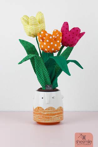 Ein Strauß Tulpen aus Stoff