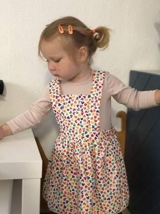 Herzchen Latzrock aus Baumwollstoff für meine Tochter