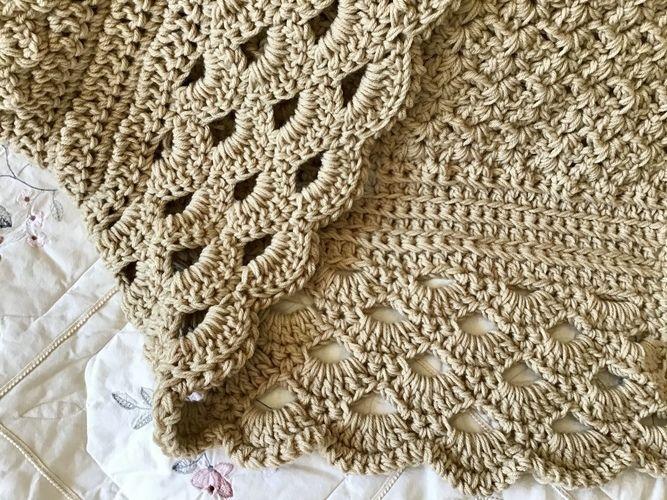 Makerist - The Coach House Throw - Crochet Showcase - 1