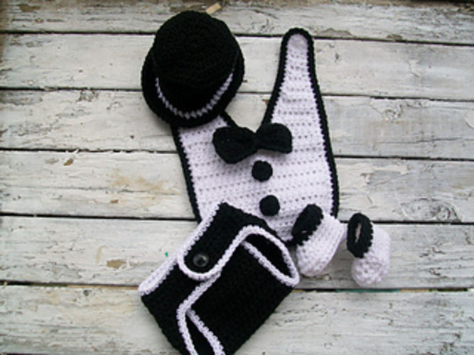 Makerist - Baby Tuxedo - Crochet Showcase - 1