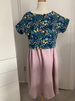 Sommerliches Kleid mit Stillfunktion
