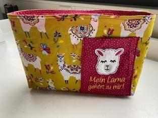 Taschenorganizer Bellona mit Stickerei Lama als Geschenk