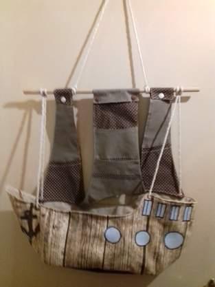 Piratenschiff Wandaufbewahrung mit vielen Fächern