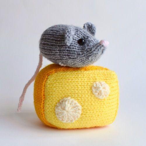 Makerist - Nibbles the Mouse - Knitting Showcase - 1