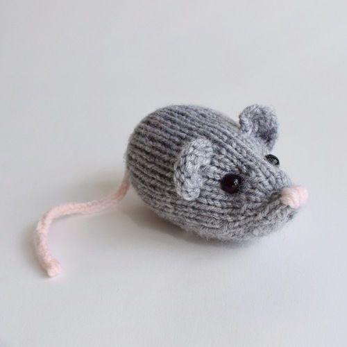 Makerist - Nibbles the Mouse - Knitting Showcase - 2