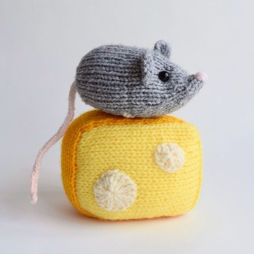 Makerist - Nibbles the Mouse - Knitting Showcase - 3