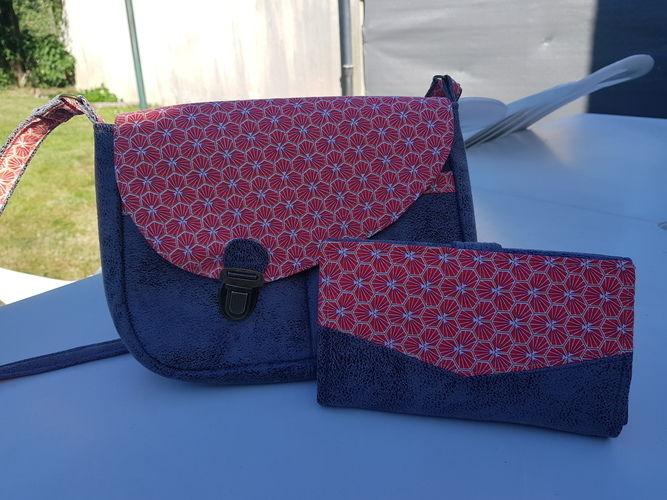 Makerist - Besace Tairie, simili cuir gris brillant et coton ton rouge - Créations de couture - 1