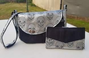 Makerist - Besace Tairie, simili cuir Skull et suédine noire pour l'extérieur et  coton gris dedans - 1