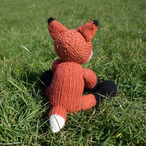 Makerist - Cubby the Fox - Knitting Showcase - 2