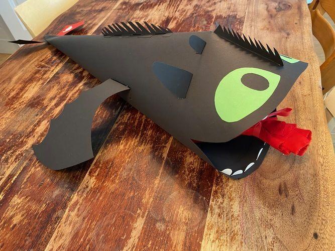 Makerist - Schultüte Drache Ohnezahn aus Pappe - DIY-Projekte - 1