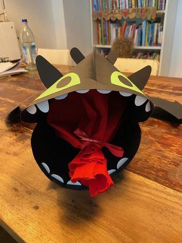 Makerist - Schultüte Drache Ohnezahn aus Pappe - DIY-Projekte - 3