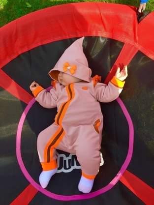 Makerist - Unser Jolly Jumper aus Sweatstoff mit Jersey gefüttert. Genäht für unsere kleine Tochter in Größe 74 - 1