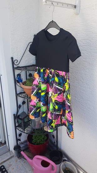 Makerist - Lottis Drehkleid in schwarz und neon  - 1