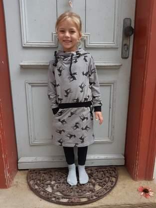 Hoodiekleid Mini Julieta mit Rehen