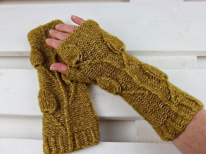 "Makerist - Fingerless Gloves ""Golden Leaves"" - Knitting Showcase - 2"