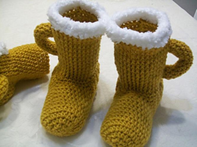 Makerist - Beer Slippers & MItt - Crochet Showcase - 2