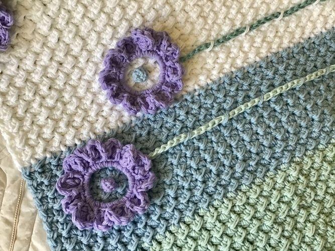 Makerist - Lilac Sunflower Baby Blanket  - Crochet Showcase - 2