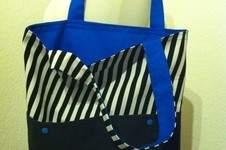 Makerist - Wendetasche in schwarz-weiß-gestreift mit leuchtendem blau - 1