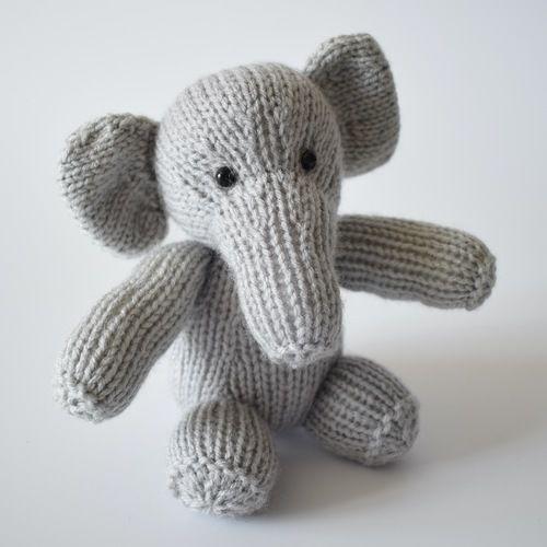 Makerist - Eric the Elephant - Knitting Showcase - 1