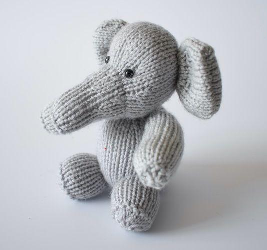 Makerist - Eric the Elephant - Knitting Showcase - 2