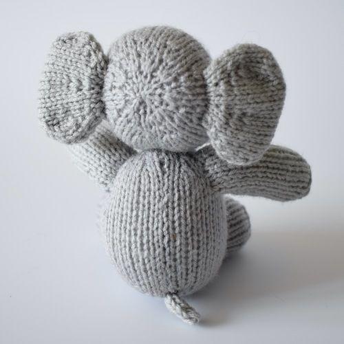 Makerist - Eric the Elephant - Knitting Showcase - 3