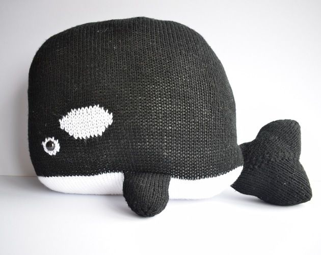 Makerist - Orca Whale Cushion - Knitting Showcase - 1