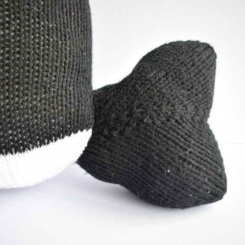 Makerist - Orca Whale Cushion - Knitting Showcase - 2