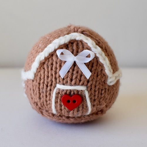 Makerist - Itsy Bitsy Gingerbread House - Knitting Showcase - 1