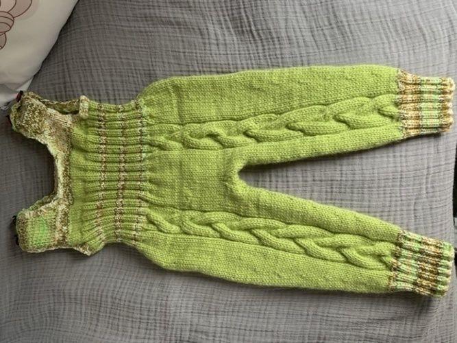 Makerist - Grüne Wiese mit Glückskäferchen - Strickprojekte - 1