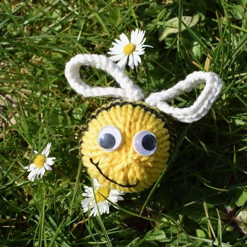 Makerist - Dizzy Bee - Knitting Showcase - 1