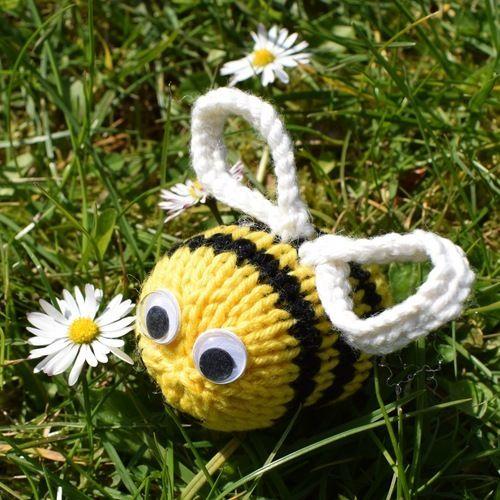 Makerist - Dizzy Bee - Knitting Showcase - 2