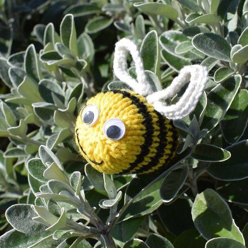 Makerist - Dizzy Bee - Knitting Showcase - 3