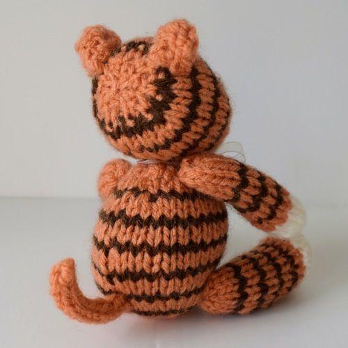 Makerist - Tickles the Tiger - Knitting Showcase - 3
