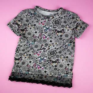 Makerist - T-Shirt mit Spitzenborte aufpimpen - 1