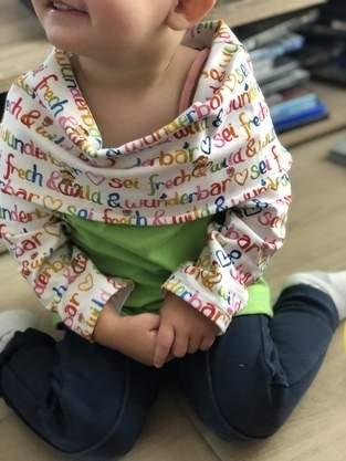 Makerist - Longpulli mit Schulterkragen - 1