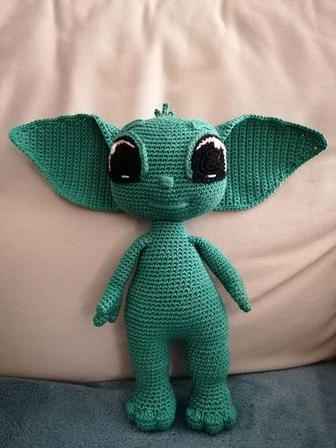 Makerist - BABY YODA by CROCHETPATTERNWORLD - Crochet Showcase - 2