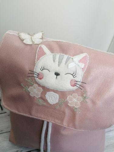 Makerist - Katze auf einem Rucksack für meine Tochter - Strickprojekte - 1