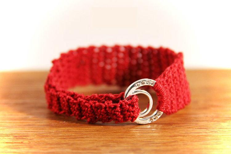 Makerist - Armband rot mit silbernem Strassring - Häkelprojekte - 1