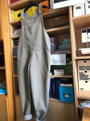 Jeans-Latzhose für Omas Garten